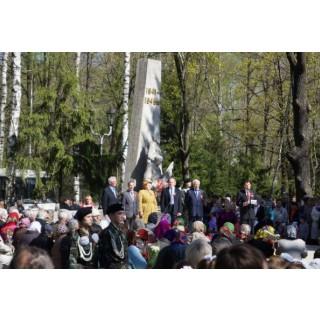 9 Мая 2014 г. - мемориал в парке перед заводом им В.И. Чапаева>